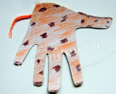 Животные из ладошек: поделка из ладошек жираф