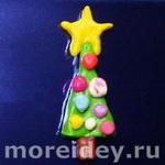 Детская поделка к Новому году из пластилина: елочка