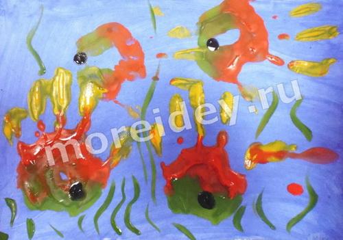 Рыбки - рисунок из ладошек