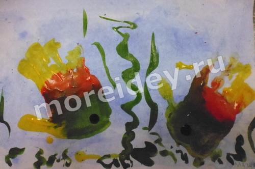 Рисунки отпечатками детских ладошек - рыбки