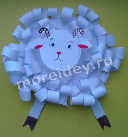 Овечка (барашек) - поделка из бумажных детских ладошек