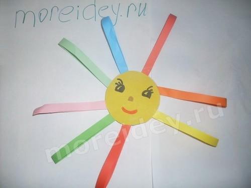 Солнышко - детская поделка из цветной бумаги и полосок