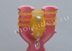 как делать браслеты из резинок с бусинами