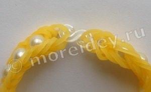 браслеты из резинок с добавлением бусин