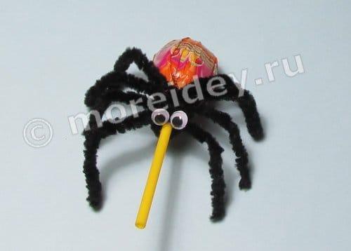 Сладости на Хэллоуин: пауки из чупа чупсов