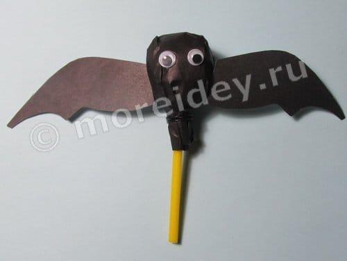 Сладости на Хэллоуин: летучая мышь из чупа чупса