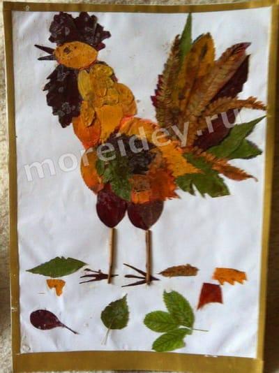 картины из осенних листьев для детей: петушок