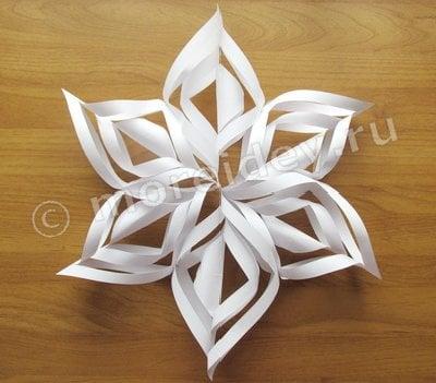 снежинки на новый год из бумаги объемные