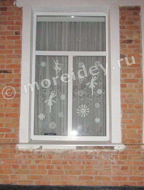 вырезаем из бумаги украшения на окна