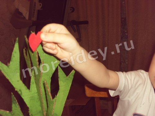 дерево с сердечками ко дню святого валентина