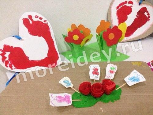 Валентинки сердечки с отпечатками детских ножек