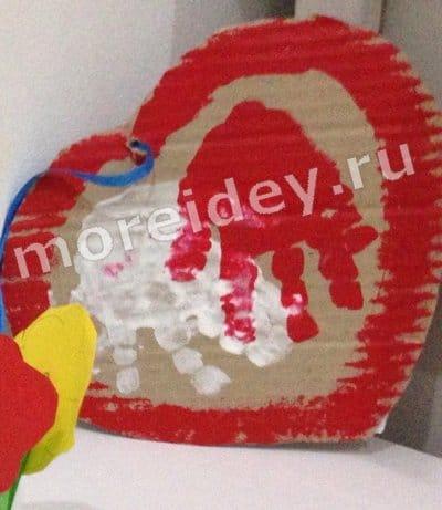 Валентинки сердечки с отпечатками детских ручек (ладошек)