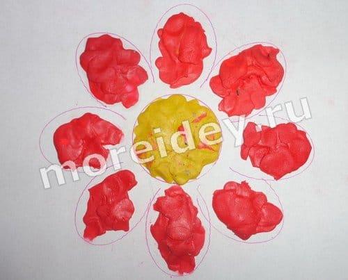 Поделка для малышей рисунок пластилином