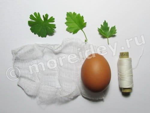 как покрасить яйца с листиками петрушки