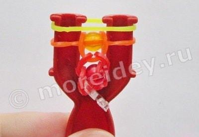браслеты из резинок с бусинами на рогатке
