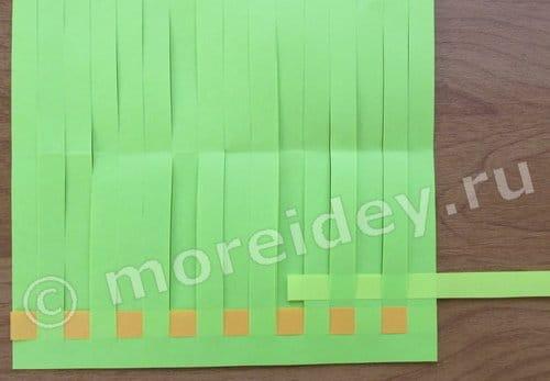 плетём коврик из бумажных полосок