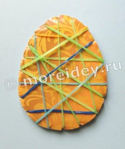Пасхальные поделки в садик:яйца из картона и резиночек